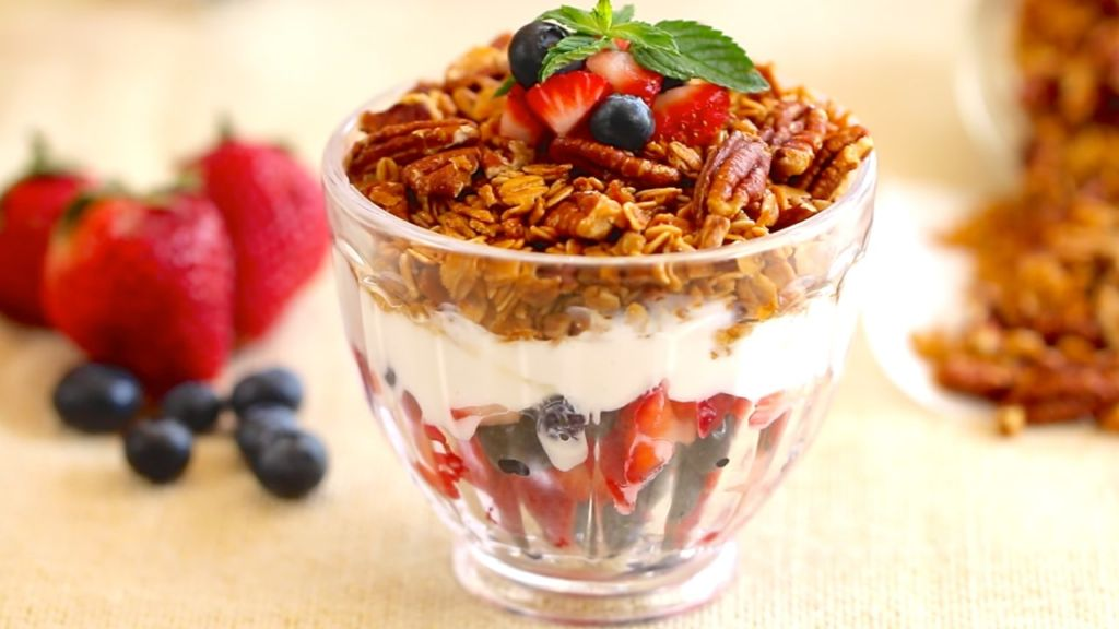 Homemade Granola - Delicious baked granola in no time at all!