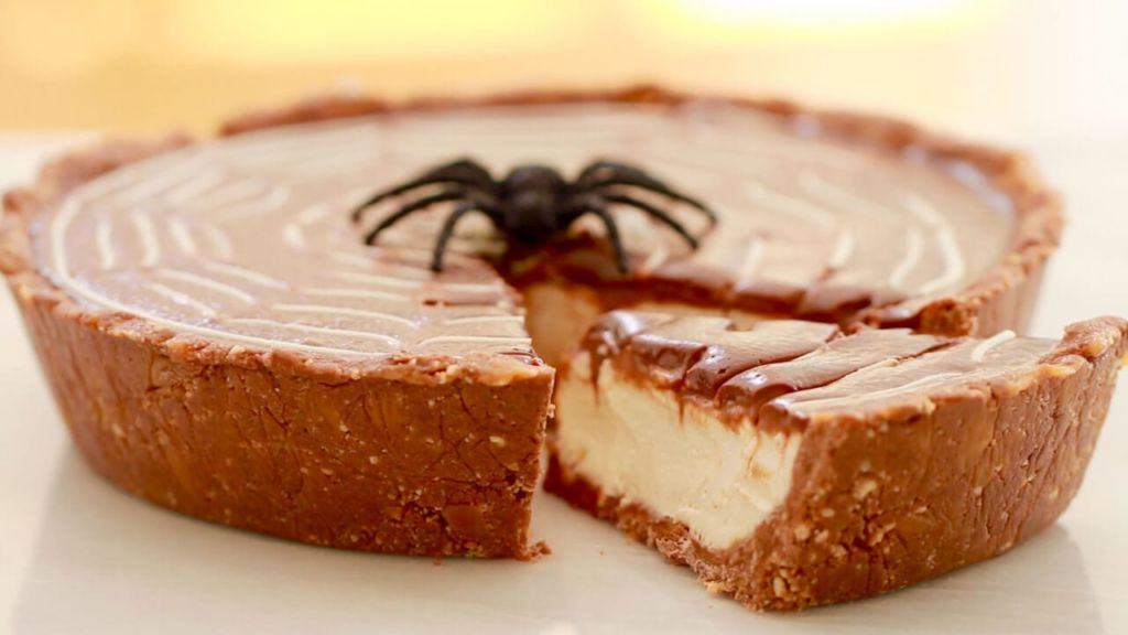 No-Bake Twix Pie for Halloween - Want a recipe to use up your left over Halloween candy? put it into this pie