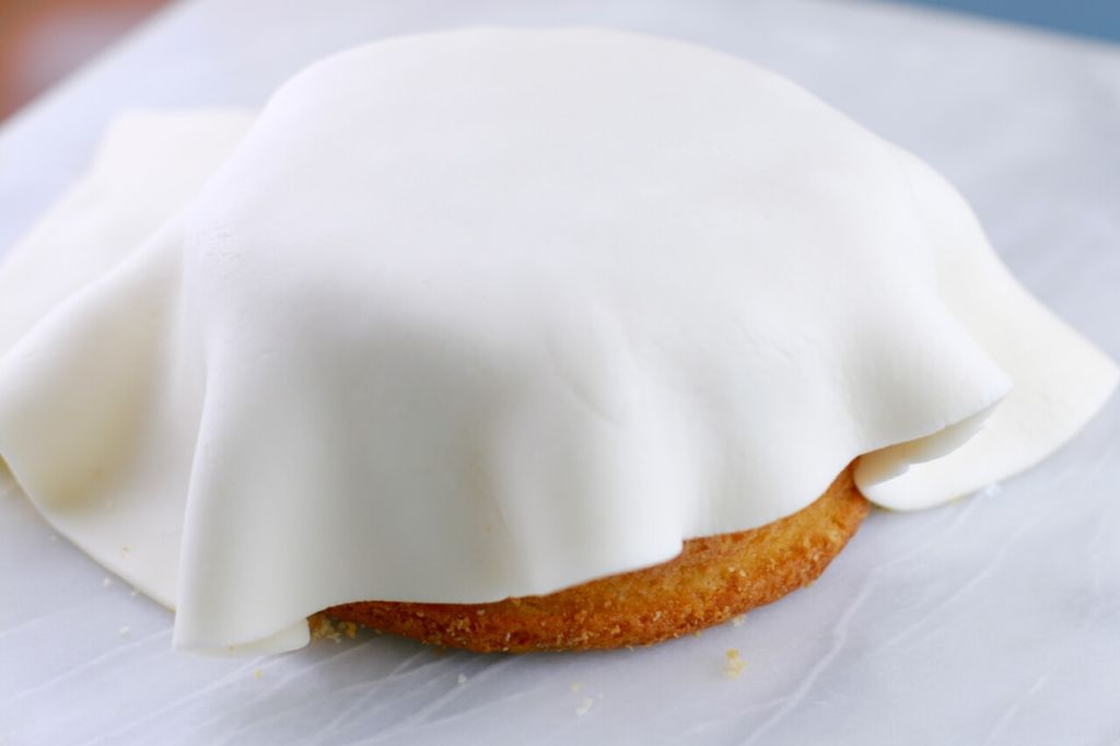 Rolled Fondant- The only fondant recipe you will ever need for fondant ...