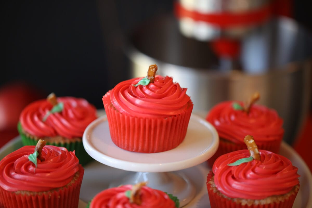 Apple Cupcakes for Fall - An apple cupcakes a day .....