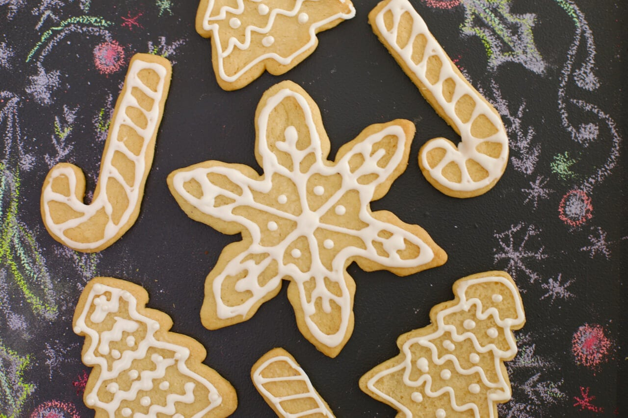 How to make Royal Icing - Easy icing recipe for decorating cookies and cakes.