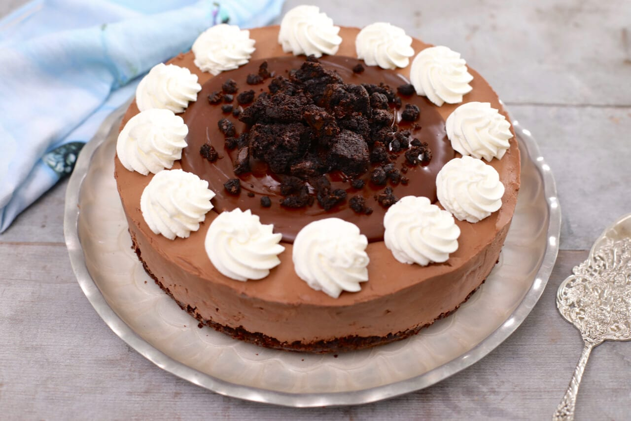 No Bake Fudge Brownie Cheesecake - A simple dessert that will get you lots of compliments.