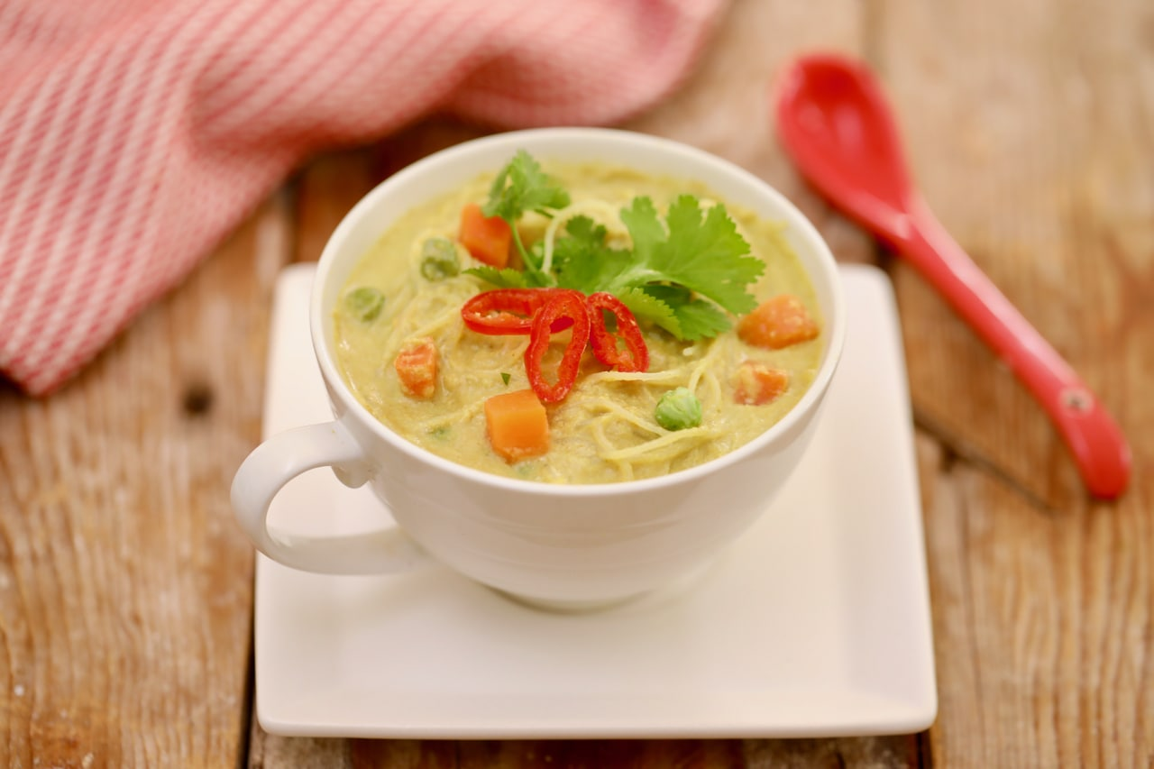 Microwave Thai Green Curry in a Mug - Did you know you could make this in the microwave?? it's a real game changer.
